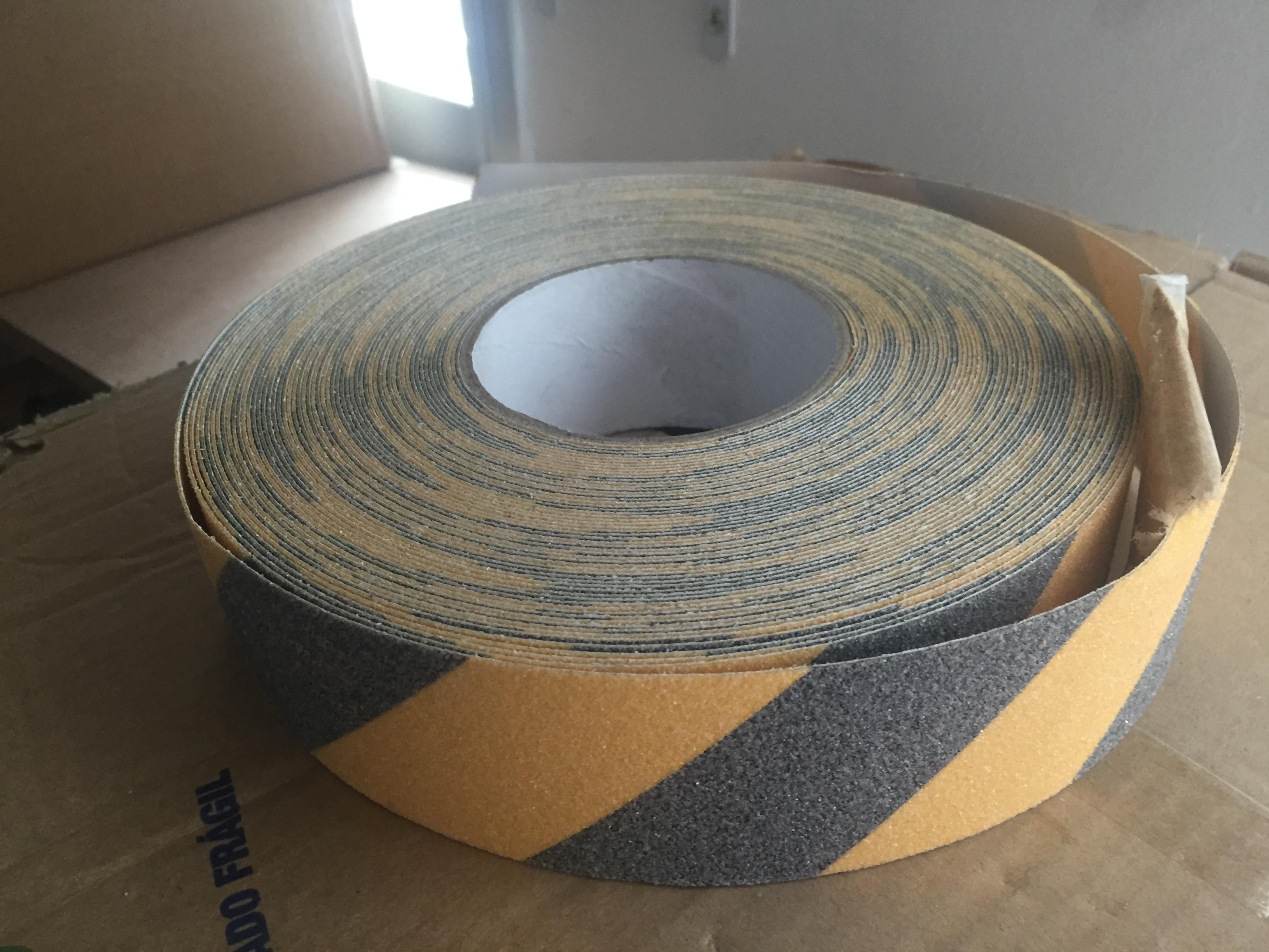 Fita Adesiva Antiderrapante Escada Cor Preto e Amarelo Zebrado - Rolo de 30 Mts