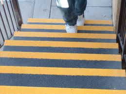 Fita Adesiva Antiderrapante Escada Cor  Amarelo Zebrado - Rolo de 30 Mts