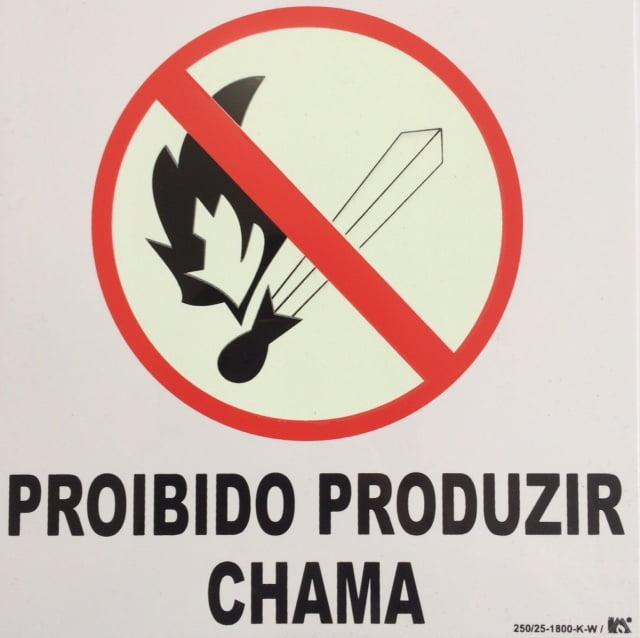 Placa Pictograma Proibido Produzir Chamas Fotoluminescente Plástico 21x21cm SuperPlacas