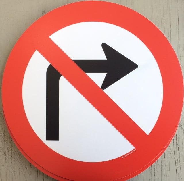 Placa Proibido Virar à Direita 45x45 Plástico SuperPlacas
