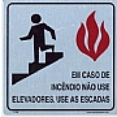 Placa Sinalização Elevador - Em Caso de Incêndio Não Use Elevador - Alumínio - Tamanho 15x15 cm  Marca: SuperPlacas